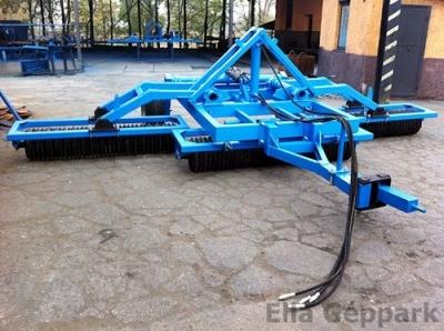 5,2m vontatott, hidraulikusan felcsukható